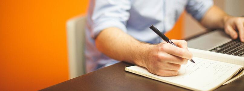 Notiz mit Stift